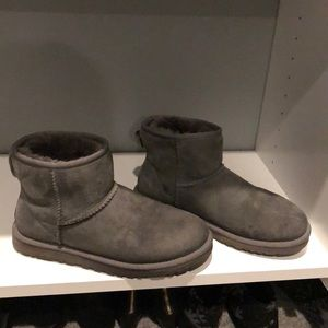 Grey shortie uggs